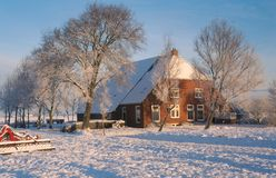 Traditioneller niederländischer Bauernhof im Winter Lizenzfreies Stockbild