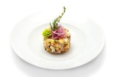 Traditioneller Olivie-Salat Stockfotografie