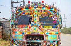 Traditioneller pakistanischer Bus stockfotos