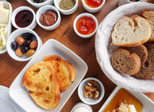 Traditioneller Rich Turkish Breakfast Lizenzfreie Stockbilder