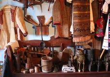 Traditioneller rumänischer Hausinnenraum Stockbild