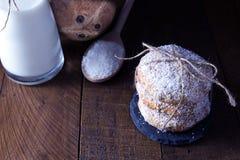 Traditioneller siamesischer Nachtisch gebildet von der Kokosnuss Stockfoto