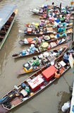 Traditioneller sich hin- und herbewegender Markt, Thailand. Stockfoto