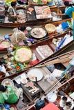 Traditioneller sich hin- und herbewegender Markt, Thailand. Stockfotografie