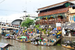 Traditioneller sich hin- und herbewegender Markt, Thailand. Lizenzfreie Stockfotos