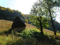 Traditioneller Stall in Transilvania, Rumänien lizenzfreie stockfotografie