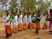 Traditioneller Stammes- Tanz Santhali bei Poushmela in Shantiniketan, Bolpur, WestBengal lizenzfreie stockfotografie