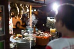 Traditioneller Straßenhändler in Java lizenzfreie stockfotos