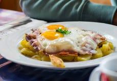 Traditioneller Teller auf italienischen Alpen Lizenzfreie Stockbilder