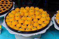 Traditioneller thailändischer süßer Kuchen mit goldener Farbe lizenzfreie stockfotos