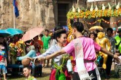 Traditioneller thailändischer Tanz in der Thailand-Affe-Partei Stockfotografie