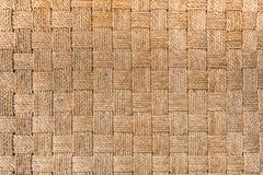 Traditioneller thailändischer Artmuster-Naturhintergrund der Weidenoberfläche der braunen Handwerksgewebebeschaffenheit für Möbel Lizenzfreie Stockfotografie