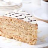 Traditioneller Ungar Esterhazy-Kuchen mit Kaffeetasse- und Weinlesepostkarten Lizenzfreie Stockbilder