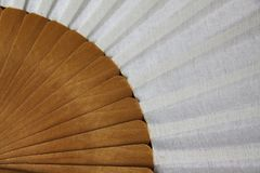 Traditioneller weißer Flamencofan stockbild