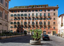 Traditioneller Wohnblock, Rom Stockfotos