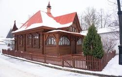 Traditionelles altes Blockhaus Stockbild