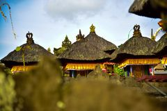 Traditionelles altes Familienhaus in Ubud Bali Indonesien stockbilder