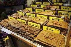 Traditionelles asiatisches Lebensmittel von Trockenfleisch vom Rind und Schweinefleisch im Shop des Mac Lizenzfreie Stockfotos