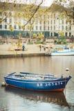 Traditionelles Boot auf dem Fluss Erdre in Nantes stockbild