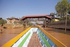 Traditionelles Boot auf dem Inle See Lizenzfreies Stockbild