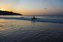 Traditionelles Boot des Balinesefischers Stockfotos