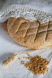 Traditionelles buchstabiertes Brot Stockfotos