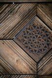 Traditionelles Designmuster geschnitzt im Holz Lizenzfreie Stockfotografie