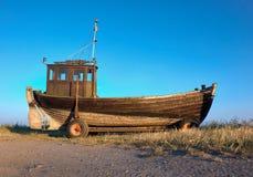Traditionelles deutsches Fischerboot auf einer Küste von Ostsee an Lizenzfreies Stockfoto