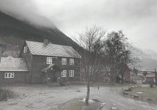 Traditionelles Dorf-Haus bei Voss, Norwegen Lizenzfreie Stockfotografie