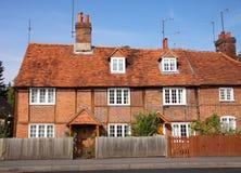 Traditionelles englisches Dorf-Häuschen stockbild