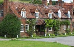 Traditionelles englisches Dorf-Häuschen Stockfotos