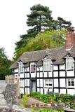 Traditionelles englisches Häuschen Stockfoto