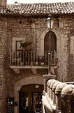 Traditionelles europäisches nettes altes Haus mit einem Balkon Stockbild