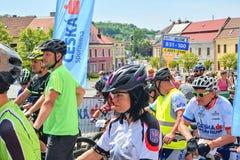 Traditionelles Fahrradwettbewerb Fahrrad für das Leben Rennläufer, die warten, um zu beginnen stockbilder