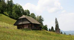 Traditionelles Gebirgshaus stockbild
