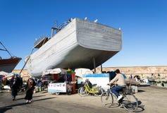 Traditionelles hölzernes Boot in Essaouira-Hafen, Marokko lizenzfreie stockfotografie