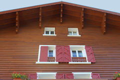 Traditionelles hölzernes Gebirgshaus Stockfoto