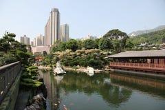 Traditionelles hölzernes Teehaus in Nan Lian-Garten in Hong Kong Stockfotos