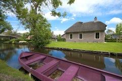 Traditionelles Haus in Giethoorn, die Niederlande Lizenzfreie Stockfotos