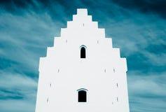 Traditionelles Haus und klarer Himmel Lizenzfreie Stockfotografie