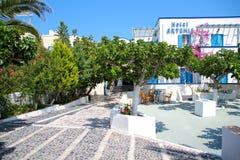 Traditionelles Hotel in Santorini, Griechenland Stockfotos