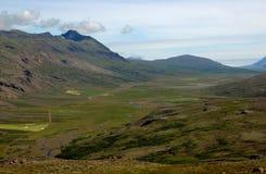 Traditionelles isländisches lanscape im sonnigen Wetter Stockbild