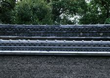 Traditionelles japanisches Dach, das Blumendetailhintergrund beendet lizenzfreies stockbild