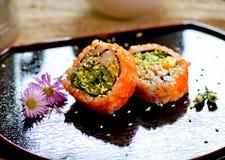 Traditionelles japanisches Lebensmittel machen mit rohen Fischen Stockfotos