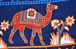 Traditionelles künstlerisches Kamel auf Kleidung Lizenzfreie Stockfotos