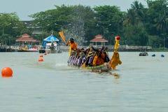 Traditionelles langes Ruderwettkampf-Festival Suratthani, Thailand Stockfotos
