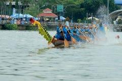 Traditionelles langes Ruderwettkampf-Festival Suratthani, Thailand Lizenzfreie Stockfotos