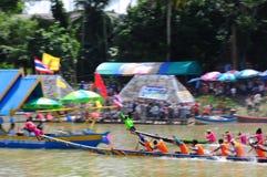 Traditionelles langes Ruderwettkampffestival Langsuan, Thailand lizenzfreies stockfoto