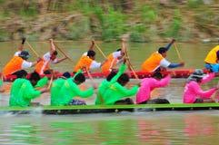 Traditionelles langes Ruderwettkampffestival Langsuan, Thailand lizenzfreie stockbilder