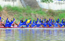 Traditionelles langes Ruderwettkampffestival Langsuan, Thailand stockfotografie